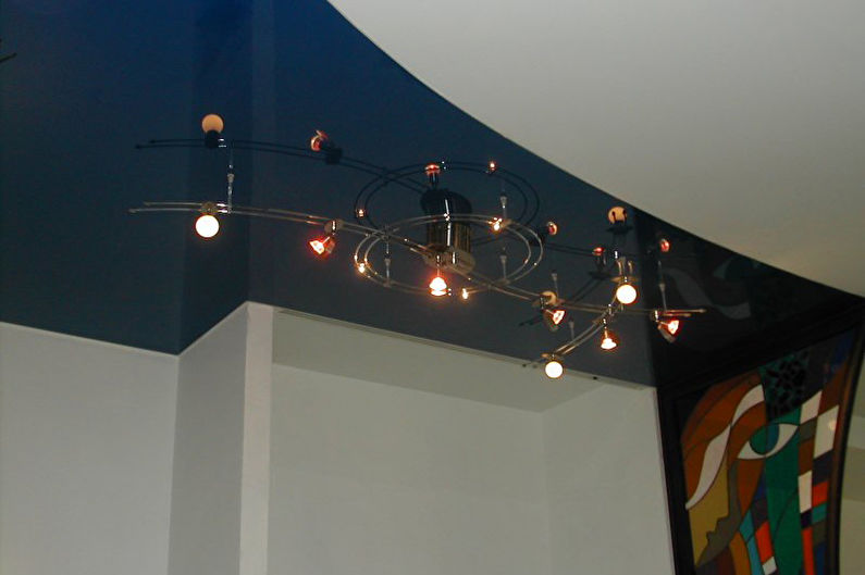 Натяжной потолок в прихожей - фото