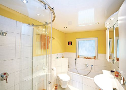 Натяжной потолок в ванной комнате (+65 фото)