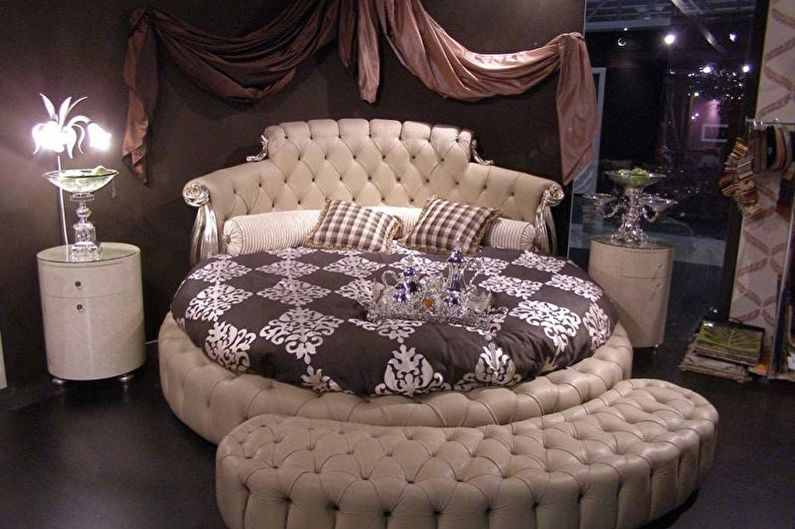 Виды круглых кроватей в спальню - Кровать с изголовьем и бортиками