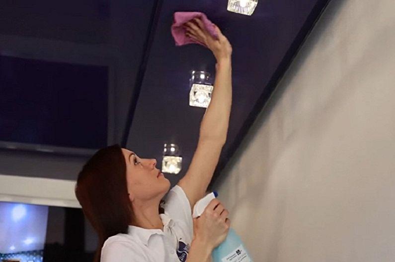 Как помыть натяжной потолок без разводов в домашних условиях - Мытье глянцевого натяжного потолка
