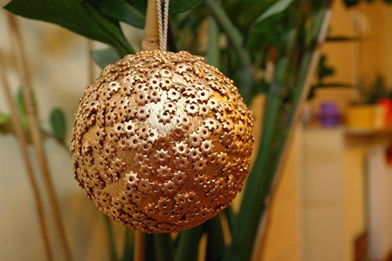 Новогодние поделки из макарон своими руками - Шар из макарон на елку