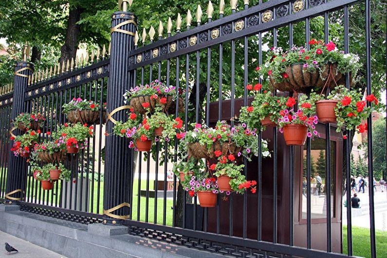 Виды уличных вазонов для цветов - Способы установки