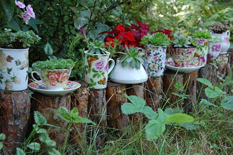 Уличные вазоны для цветов из посуды своими руками
