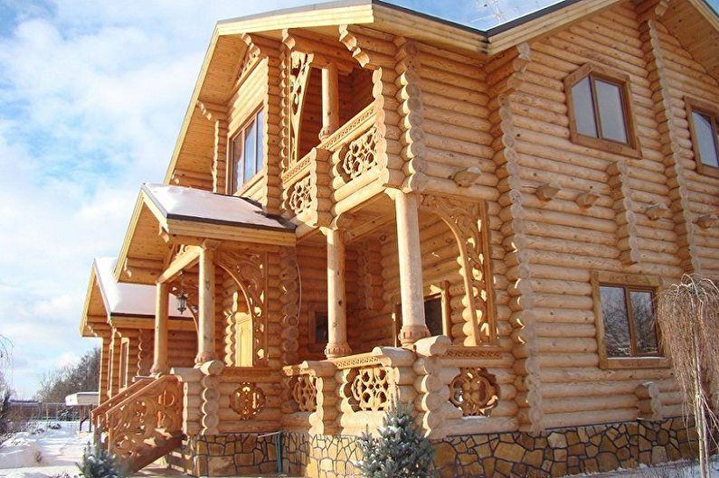 Современные проекты домов из сруба - Дом из оцилиндрованного бревна с декоративной резьбой