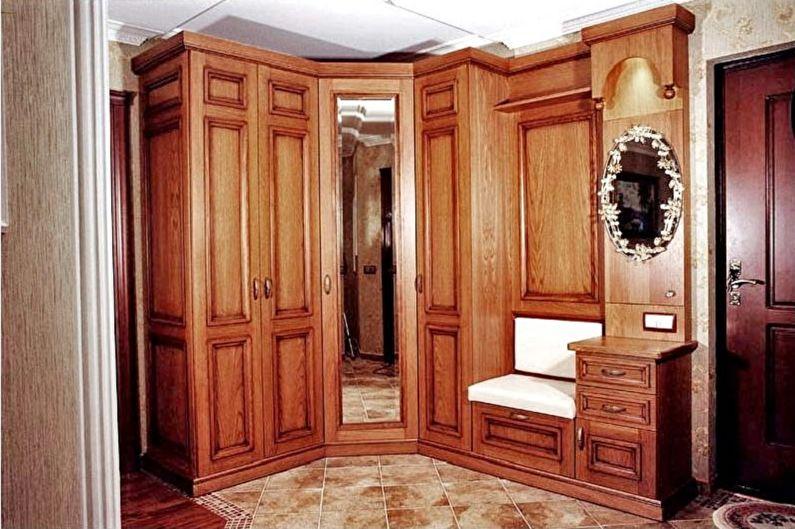 Угловой шкаф из цельной древесины в прихожую