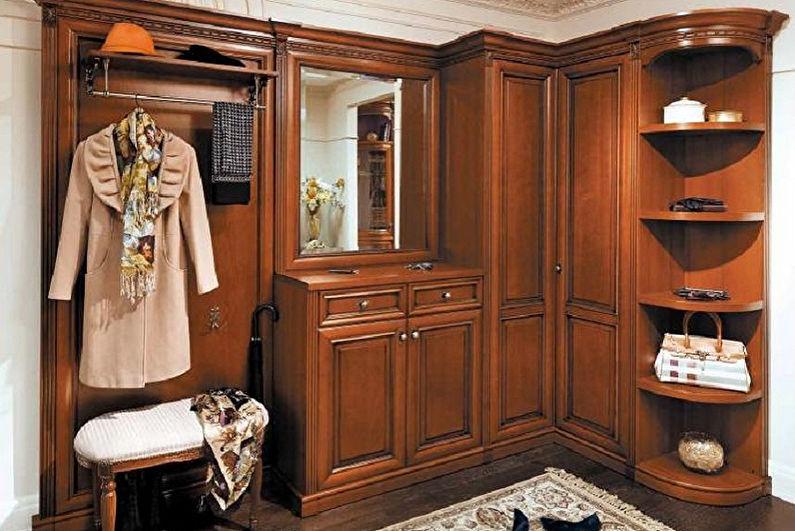 Угловой шкаф в прихожей в классическом стиле