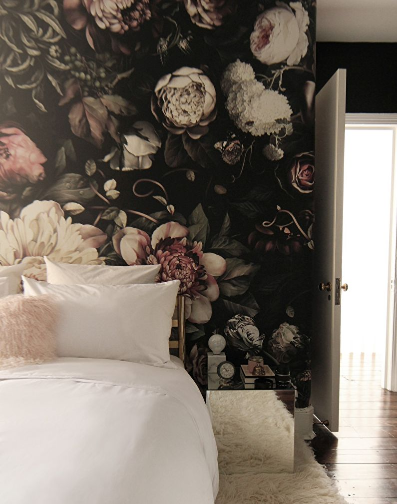 Обои с цветочным принтом для спальни