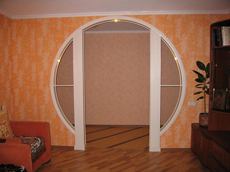Круглая арка из гипсокартона в интерьере гостиной