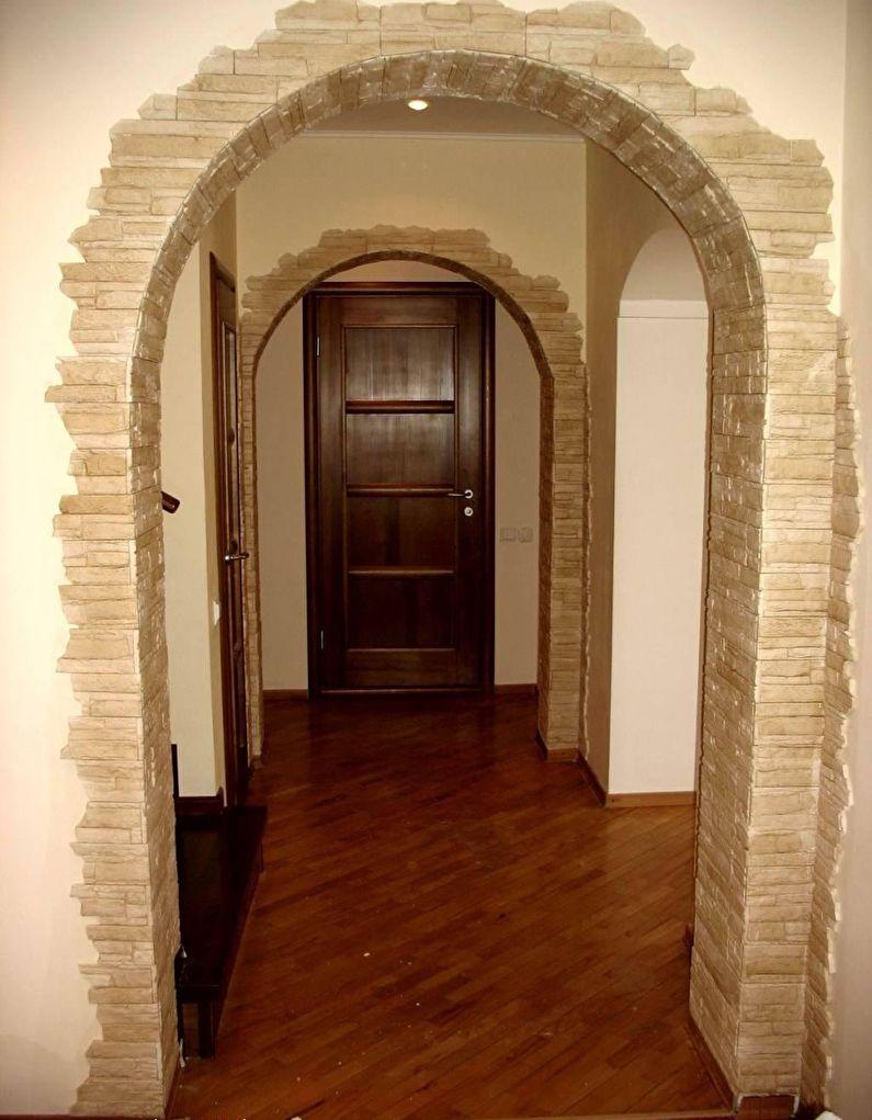 Арка из гипсокартона с декоративным камнем - коридор