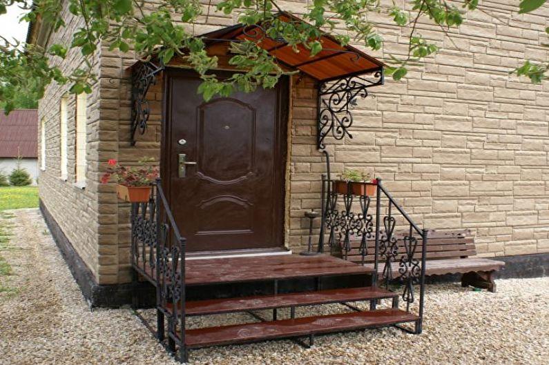 Оформление металлического и кованого крыльца для частного дома - фото