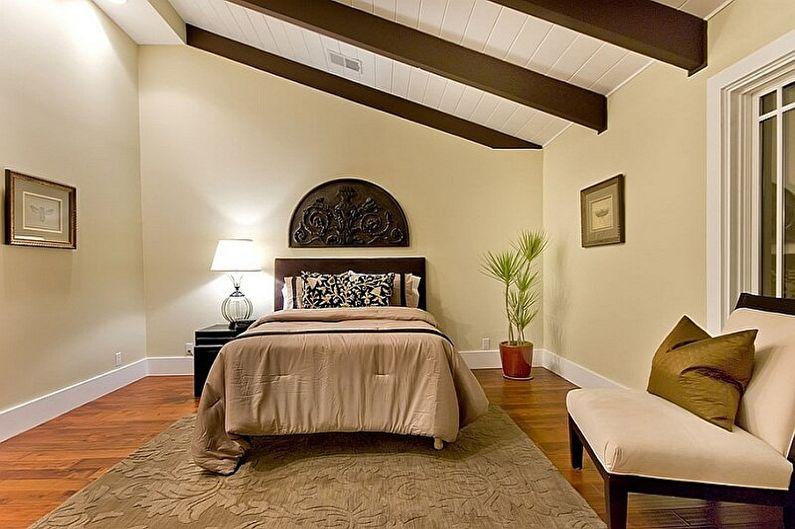 Дизайн спальни на мансарде - Отделка потолка