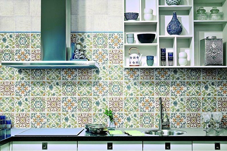 Дизайн бело-зеленой кухни - Отделка стен