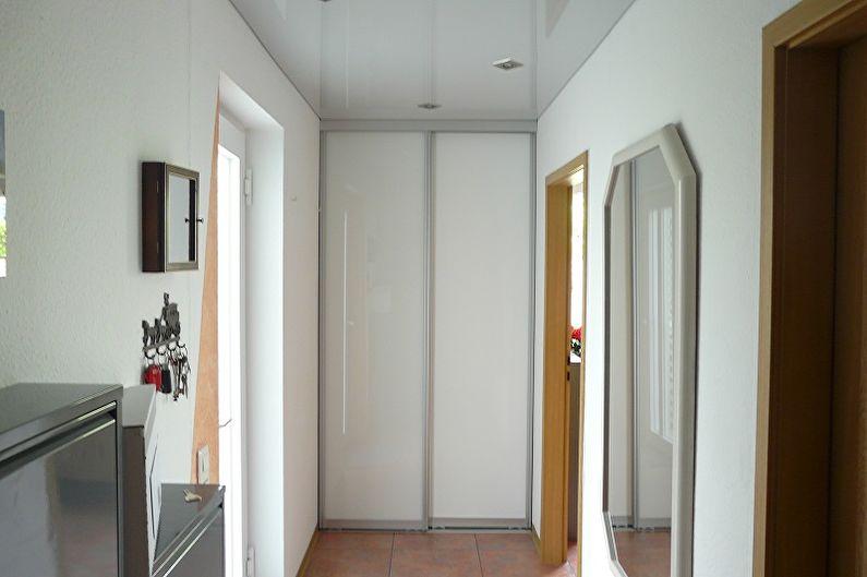Дизайн маленькой прихожей - Отделка потолка