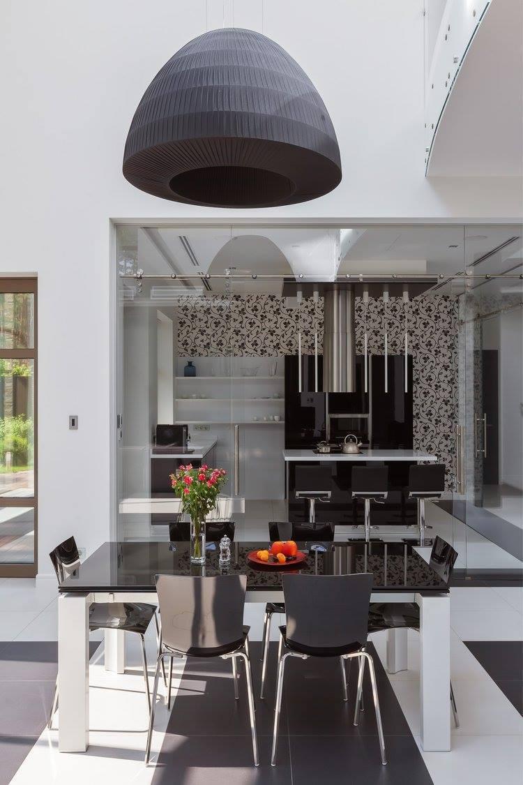 Интерьер загородного дома в черно-белой гамме - фото 32